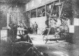 Wnętrze hangaru warsztatowego RPL III. W budowie znajdują się kadłuby samolotów Hansa-Brandenburg C-I. (Źródło: archiwum).