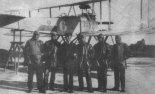Uczniowie Morskiej Szkoły Pilotów przed wodnosamolotem Hansa-Brandenburg NW (nr 6), 20.10.1921 r. (Źródło: archiwum).