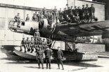 Wrak wodnosamolotu Heinkel He-115 przejęty na terenie poniemieckiej bazy wodnosamolotów w Mielnie, 1946 r. (Źródło: zbiory Muzeum Obrony Przeciwlotniczej w Koszalinie).