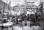 """Badania zmęczeniowe samolotu TS-11 """"Iskra"""" prowadzone przez doc. inż. Tadeusza Chylińskiego. (Źródło: ze zbiorów Rafała Chylińskiego)."""