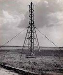 """Wyrzutnia rakiet """"Meteor 1"""". (Źródło: """"Opis i Instrukcja Eksploatacji Rakiety Meteorologicznej Meteor-1"""". Instytut Lotnictwa. Warszawa 1965)."""