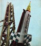 """Rakieta """"Meteor-2H"""" na wyrzutni startowej. (Źródło: Modelarz nr 1/1971)."""