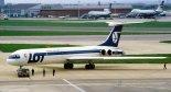 """Samolot Ił-62M (nr rej. SP-LBG). Zdjęcie wykonano na lotnisku Heathrow w Londynie w 1987 r. (Źródło: Tim Rees via """"Wikimedia Commons"""")."""