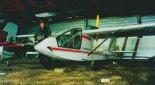 """Samolot J-1B """"Don Quichote"""" w hangarze na lądowisku Volk's Aerodrome w miejscowości Tottenham k. Toronto, 1998 r. (Źródło: Przegląd Lotniczy Aviation Revue nr 2/1999)."""