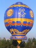 """""""Montgolfier"""" tuż po oderwaniu się od ziemi. (Źródło: Copyright Ladislav Zápařka """"LZ- przedstawiciel czeskiego przemysłu lotniczego w Polsce"""")."""