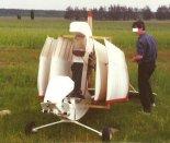 """Samolot Karasiewicz Hovey """"Wing Ding"""" złożony do transportu. (Źródło: Copyright Paweł Kotasiński)."""