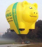 """Balon kształtowy- skarbonka """"Świnka"""". (Źródło: Ladislav Zápařka """"LZ- przedstawiciel czeskiego przemysłu lotniczego w Polsce"""")."""