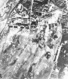 """Zbombardowane lotnisko w Dęblinie. (Źródło: Glass Andrzej """"Samoloty w Szkole Orląt w Dęblinie"""". Aero Technika Lotnicza nr 2/1991)."""
