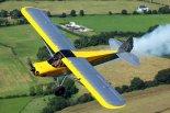 """Samolot """"Carbon Cub SS"""" (EI-LSA) w locie. (Źródło: Copyright """" DirectSky""""</a>)."""