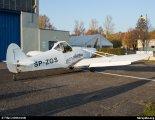 """Samolot Piper PA-25-235 """"Pawnee"""" (SP-ZGS) w widoku z tyłu. Lotnisko Częstochowa- Rudniki, 2015 r. (Źródło: Copyright Bartosz Budzisz via www.skrzydla.org)."""