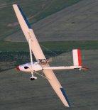 "Motoszybowiec ultralekki ProFe ""Mini Straton D-7"" w hangarze. (Źródło: Copyright Paweł Kotasiński)."