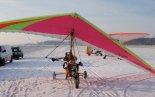 Wózek motolotniowy nr 2 w zimowej scenerii. (Źródło: Copyright Kornel Kempiński).