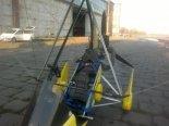 """Wózek motolotniowy """"Dream"""" ze skrzydłem """"Profi 14"""", fotele załogi. (Źródło: Copyright Dariusz Skórzewski)."""