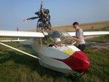 """Motoszybowiec Schleicher Ka 4 """"Šumák"""", przygotowania do startu. (Źródło: Copyright Paweł Kotasiński)."""