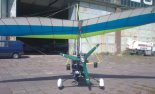 """Motolotnia  składająca się z wózka Antares """"Graffiti"""" z silnikiem Rotax 582 i skrzydłem """"Libre 3&#8221 (SP-MSZT). Widok z tyłu. (Źródło: via Zbigniew Przysiecki)."""