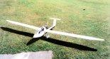"""Motoszybowiec """"Dana"""" w całej okazałości. (Źródło: Marian Nowak via Przegląd Lotniczy Aviation Revue nr 2/1994)."""