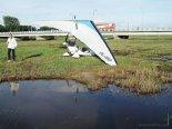 Prawdopodobnie po przymusowym lądowaniu na podmokłej łące. (Źródło: Aleksander Dobrzański via Damian Lis).