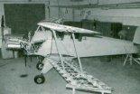 """Samolot Bücker T-131 """"Jungmann"""" podczas budowy w firmie Serwis Samolotów Historycznych J&J Karasiewicz. (Źródło: Przegląd Lotniczy Aviation Revue nr 3/1994)."""