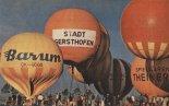 """Balony na starcie I Mistrzostw Świata Balonów Gazowych w Augsburgu w 1976 r. pierwszy z lewej balon OK-4000 """"Barum"""". (Źródło: Skrzydlata Polska nr 51- 52/1976)."""