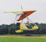 Motolotnia w locie. (Źródło: foto Wiesław Meyza via Przegląd Lotniczy Aviation Revue nr 12/2001).