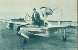 """Samolot- amfibia  Lake LA-4 """"Buccaneer"""" na płycie postojowej lotniska Warszawa- Okęcie, sierpień 1965 r.  (Źródło: Skrzydlata Polska nr 40/1965)."""