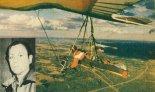 Jerzy Lutkowski w 1989 r. podczas przelotu na lotni Wills Wing HP-II Full Race. (Źródło: Skrzydlata Polska nr 22/1990).