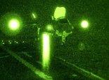 """Samolot myśliwski w wersji krótkiego startu i pionowego lądowania STOVL  Lockheed Martin F-35B """"Lightning II"""" ląduje w nocy na pokładzie okrętu desantowego USS Wasp (LHD-1). 14.08.2013 r. (Źródło: Lockheed Martin)."""