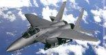 """Singapurski F-15SG """"Strike Eagle"""" w locie. (Źródło: Boeing)."""