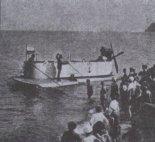 Ślizgowiec przy plaży gdyńskiej, w  tle widać klif Cypla Redłowskiego. (Źródło: archiwum).