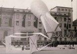 Czołowy latawiec bazowy przeciwlotnicze oraz balon zaporowy.  (Źródło: via Konrad Zienkiewicz).
