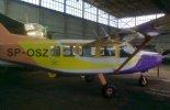 """Lekki samolot transportowy GippsAero GA8-TC320 """"Airvan"""" (SP-OSZ) użytkowany w Polsce. (Źródło: Wlodek k1 via Wikimedia Commons)."""