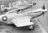 """Samoloty  myśliwskie North American P-51D """"Mustang"""" należące do 82 dywizjonu RAAF w bazie Bofu (Japonia), w składzie brytyjskich sił okupacyjnych Wspólnoty Brytyjskiej. 1947 r. (Źrodło: via Wikimedia Commons)."""
