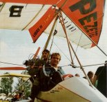Waldemar Wolski w kabinie swojej motolotni.  (Źródło: Wojciech Gorgolewski via Lotnictwo Aviation International nr 4/1992).