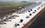 Licencyjne MiG-21 F-13 budowane w ChRL jako J-7, stanowiły główną siłę chińskiego lotnictwa myśliwskiego przez kilka dziesięcioleci. (Źródło: via Aeroplan nr 5/2001).