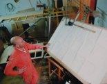 Konstruktor i budownicy samolotu przy desce kreślarskiej. (Źródło: via Mikołaj Lech).
