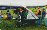 """Samolot Birdman WT-11 """"Chinook Plus 2"""" (SP-FNP), prezentowany podczas Zlotu w Piotrkowie Trybunalskim (21- 23.08.1998 r.). (Źródło: Przegląd Lotniczy Aviation Revue nr 10/1998)."""