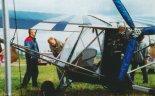 """Samolot Birdman WT-11 """"Chinook Plus 2"""" (SP-FNP)- widok zespołu napędowego. Zlot w Piotrkowie Trybunalskim (21- 23.08.1998 r.). (Źródło: Przegląd Lotniczy Aviation Revue nr 11/1998)."""