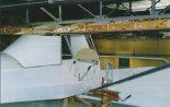 """Ultralekki samolot J-3 """"Wróbel"""" w trakcie budowy. (Źródło: Przegląd Lotniczy Aviation Revue nr 11/2001)."""