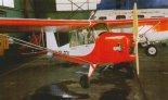 """J- 3 """"Kiciuś"""" jeszcze ze słabszym silnikiem Rotax 277 w hangarze Aeroklubu Śląskiego. (Źródło: Przegląd Lotniczy Aviation Revue nr 12/2001)."""