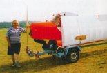 Stanisław Cichoń przy swoim samolocie. (Źródło: Przegląd Lotniczy Aviation Revue nr 12/2001).