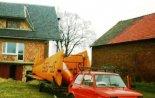 """Motoszybowiec """"Moto Mucha 100A"""" (SP-1968) przygotowana do transportu. (Źródło: Copyright Paweł Kotasiński)."""