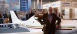 """Inż. Tadeusz Wala przy samolocie WT-9 """"Dynamic"""" podczas targów Aero-Expo Friedrichshafen. (Źródło: Wikimedia Commons)."""
