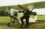 Zdobywca Grand Prix XV Zlotu Konstrukcji Amatorskich w Oleśnicy Józef Kranc i jego konstrukcja JK-1. (Źródło: Przegląd Lotniczy Aviation Revue nr 8/1996).