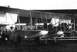 Drugi egzemplarz samolotu PTA nr 1 z gumowymi zbiornikami na wypadek awaryjnego lądowania na wodzie. 3 Tydzień Lotniczy w Petersburgu, 1912 r. (Źródło: archiwum).