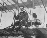 Lew Maciewicz w samolocie Farman. (Źródło: archiwum).
