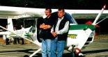 Inżynierowie Adam Kurbiel (z prawej) i Jerzy Mastek. (Źródło: Przegląd Lotniczy Aviation Revue nr 8/2000).