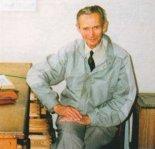 Adam Meus w biurze konstrukcyjnym PZL Bielsko. (Źródło: Przegląd Lotniczy Aviation Revue nr 3/2000).