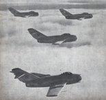 Samoloty myśliwskie MiG-15 polskiego lotnictwa wojskowego. (Źródło: Modelarz nr 2/1956).