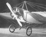 """Samolot Morane G z silnikiem Gnôme. (Źródło: Januszewski S. """"Wynalazki lotnicze Polaków 1836- 1918"""")."""