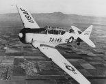 "Samolot szkolno-treningowy North American A-6G ""Texan"" w barwach United States Air Force. (Źródło: U.S. Air Force)."